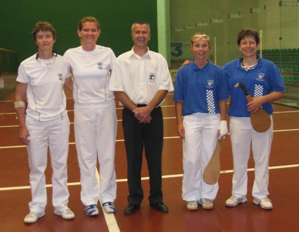 Les finalistes et l'arbitre Thierry ESCAT - 86.5ko