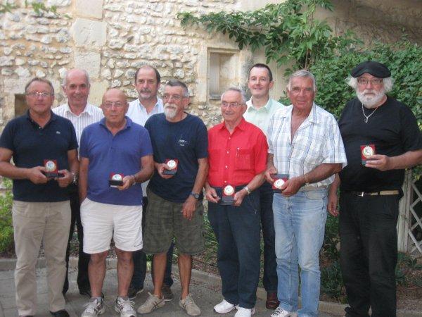 7 septembre 2012 - Gradignan Foyer St Géry - Les dirigeants récompensés et le bureau de la LCAPB - 65.2ko