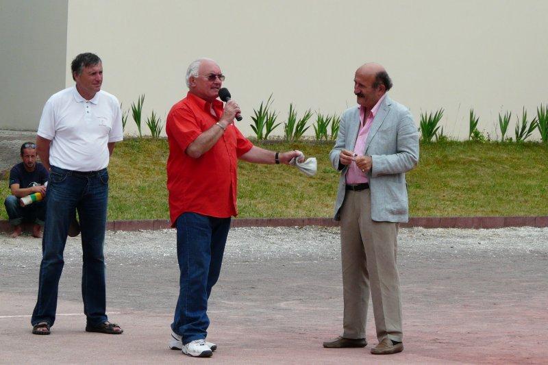 Michel GEY au micro à sa gauche Lionel Poirier de Narçay et Pierre COUTEAU le responsable FFPB   - 78.5ko