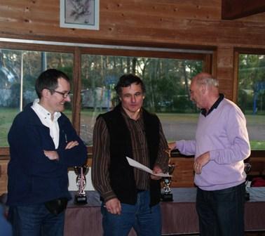 Jean Michel MONTAGUT le responsable de la commission paleta gomme pleine trinquet avec Denis ASSIE le président du Pilotari Club LEGE et du président de la LCAPB - 93ko