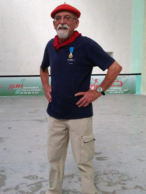 Pierre BELLEGARDE récipiendaire de la médaille de bronze de la Jeunesse et Sports - 39.4ko
