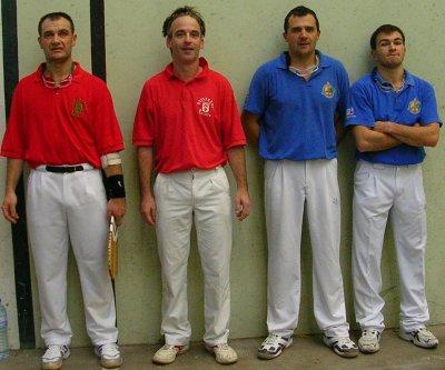 l'équipe de Lège (martin et paillaube en bleu) en 1/4 de finales - 31.1ko